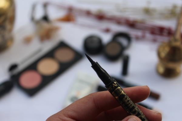 City Girl Vibe Hean Wild Cat pen eyeliner