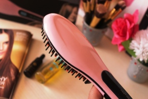 {Review} Does The Hair Straightening Brush Really Work? Pictures + Thoughts