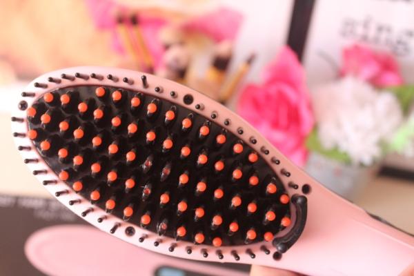 city-girl-vibe-pink-hair-straightening-brush-review-2