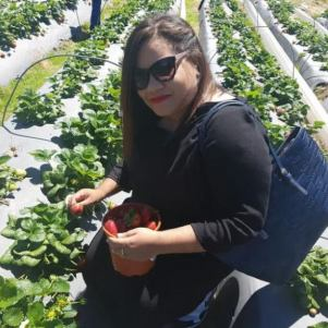 city-girl-vibe-strawberry-picking-in-stellenbosch