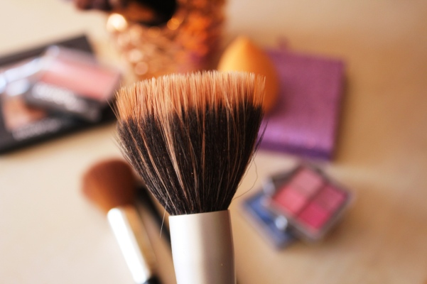 city-girl-vibe-x-beautique-foundation-buffing-brush