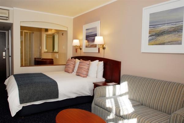 city-girl-vibe-x-city-lodge-hotels-va-room