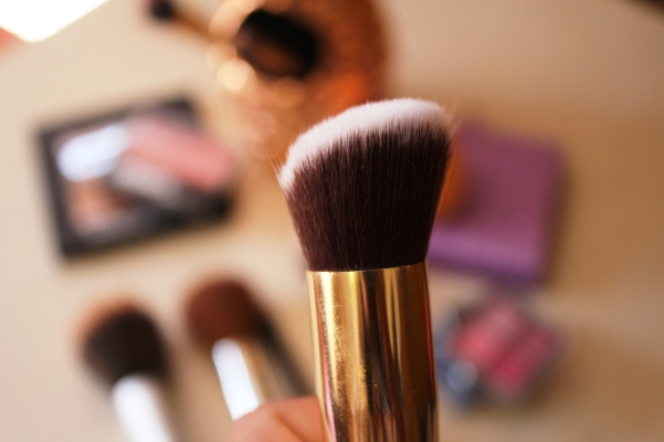 city-girl-vibe-x-glamore-kabuki-brush