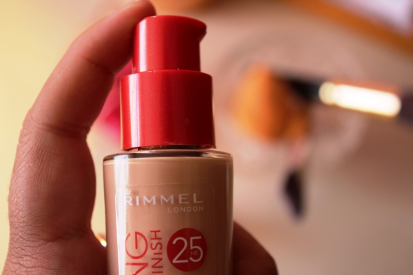 city-girl-vibe-x-rimmel-london-lasting-finish-foundation-in-shade-sand-beige