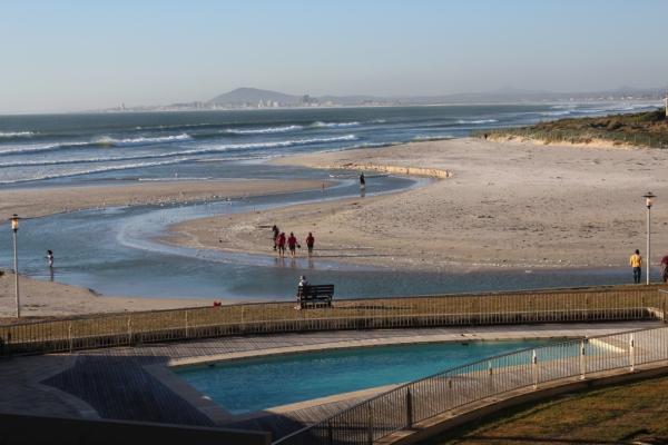 city-girl-vibe-x-sunstays-lagoon-beach-pool-deck-view