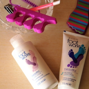 {Review} Avon Foot Works duo to get your feet sandal seasonready.