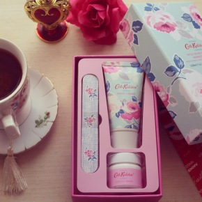 {Review} Cath Kidston: Paper Rose Manicure Trio