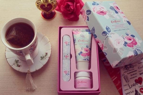 city-girl-vibe-x-cath-kidston-wild-rose-quince-manicure-trio