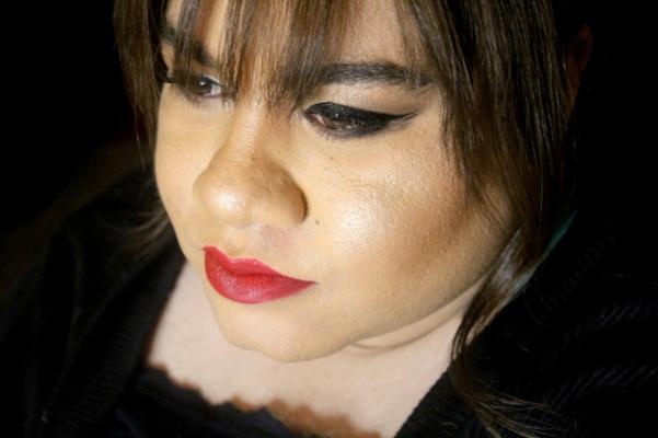 city-girl-vibe-soph-x-makeup-revolution-highlighter-palette-makeup-look-2