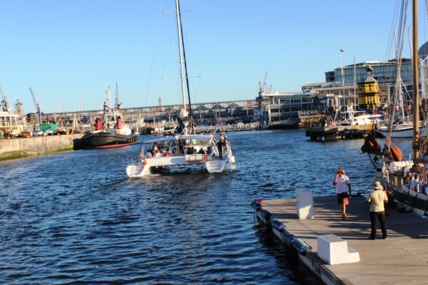city-girl-vibe-x-catamaran-va-waterfront