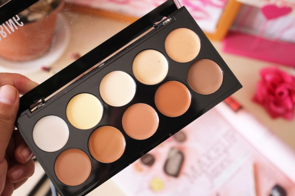 city-girl-vibe-x-essence-strobing-and-contouring-palette