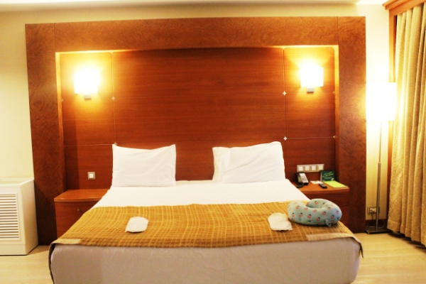 city-girl-vibe-x-holiday-inn-istanbul-city-executive-suite-master-bedroom
