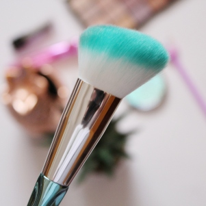 City Girl Vibe x Clicks Memaid Powder Brush