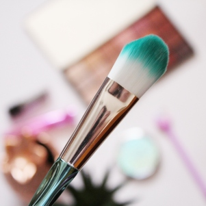 City Girl Vibe x Clicks Mermaid Foundation Brush